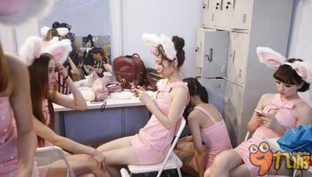 showgirl包月价目表-直击SG台下 探秘都在干嘛 吃饭睡觉玩手机图片