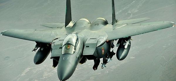 F-15E在沙漠风暴行动中,完成了上千次的行动,并且以摄影机拍下炸弹攻击的影像。即使美国新研制的F-22战斗机已经逐步取代了F15系列战斗机,然而F15-E依然被评估有两倍的机体寿命,预计将能服役至2020年代或更久,我们在以后仍有很大的机会看到这台威名赫赫的美式战斗机。