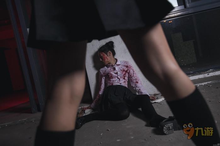 命运扭曲的雾岛董香  《东京食尸鬼》这部偏向黑暗系的动漫,在人物和