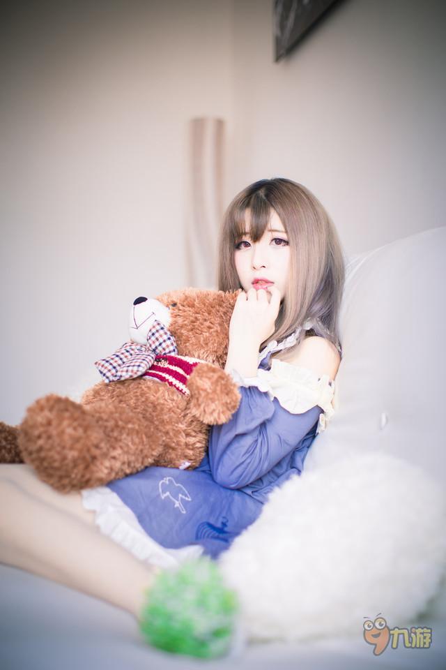 小清新美女弹吉他图片