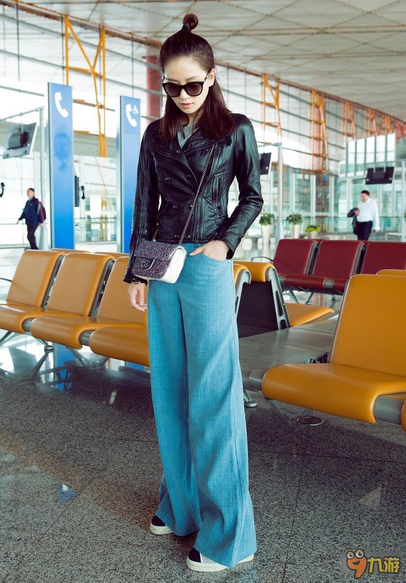 飞机图案针织衫搭配阔腿牛仔裤