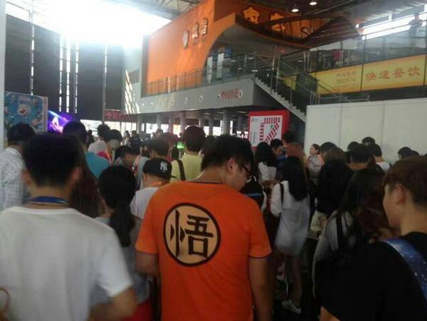 ChinaJoy空降巨龙 雪人科技多人作战VR游戏超火爆